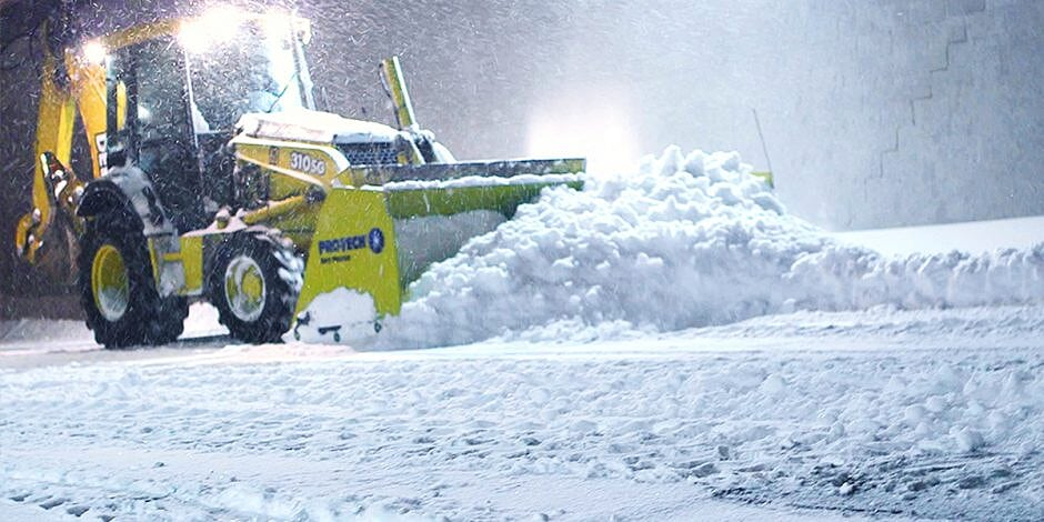 backhoe-snow-pusher-cover-940x470-2 (1)
